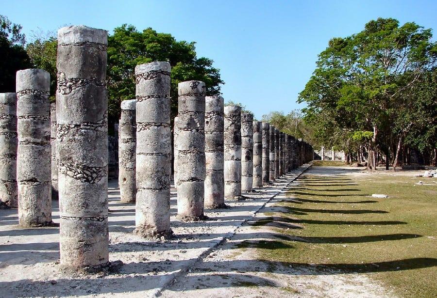 las mil columnas o templo de los guerreros en Chichén Itzá