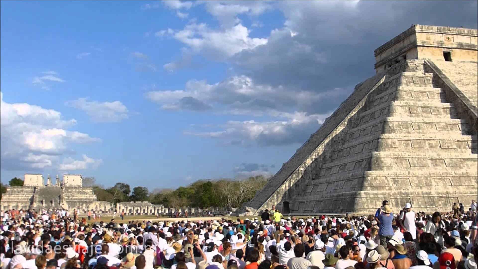 Equinoccio de primavera en Chichen Itza Excursiones Mundo Maya